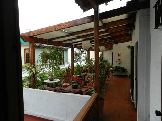 Hostal El Patio: common patio area