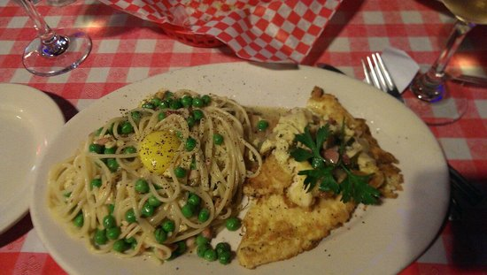 Rosa's Pizzeria: Chicken carbonara was great.