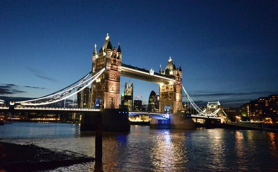 The Butlers Wharf Chop House : Tower Bridge at nighttime