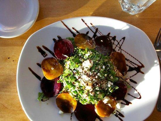 Pine Tavern Restaurant: Roasted Beet Salad