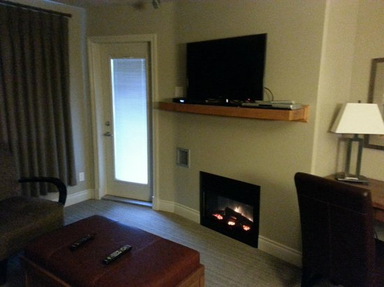Old House Hotel & Spa: Living room TV over fireplace