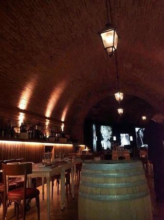Castel Monastero: la cantina