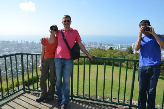 """Tantalus Lookout Puu Ualakaa State Park: Pu'u Ualaka'a State Wayside  """"Panorama über Honolulu"""""""