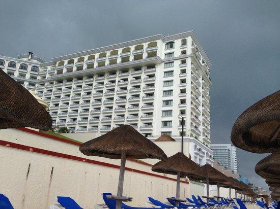 Marriott Cancun Resort: View of JW Marriott from beach