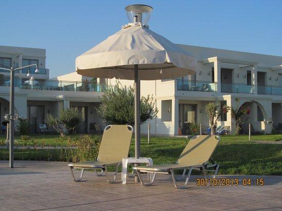 SENTIDO Apollo Blue: Evening  around the pool