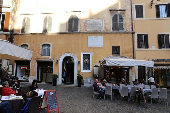 Albergo del Sole Al Pantheon: The Entrance of the hotel