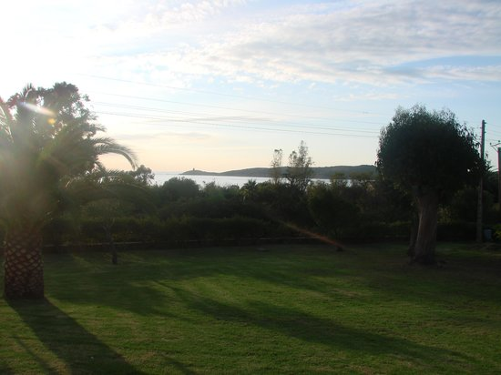 Residence Maina : Vue partielle depuis la terrasse du rez-de-jardin