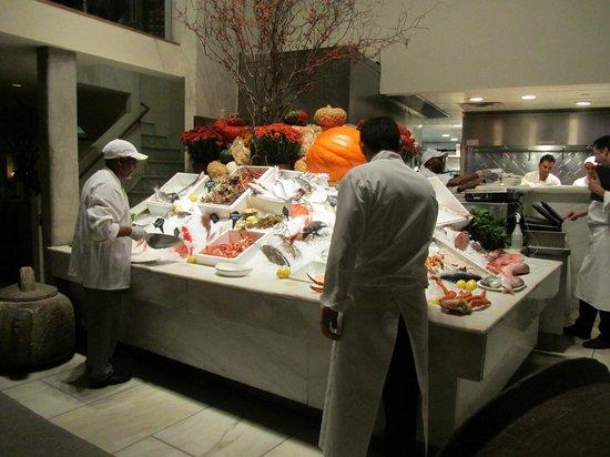 Estiatorio Milos : Fish market style