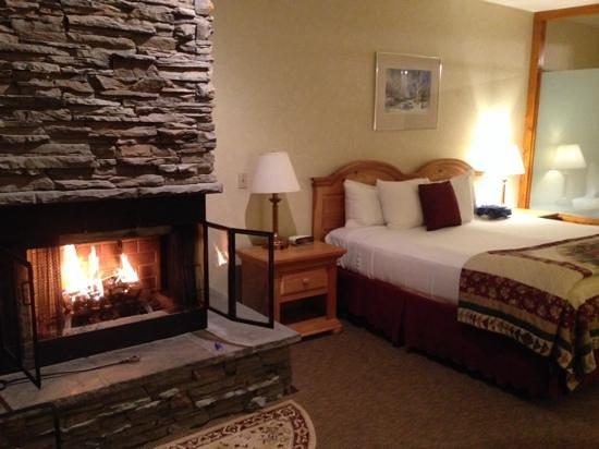 Golden Eagle Resort: wood burning fireplace