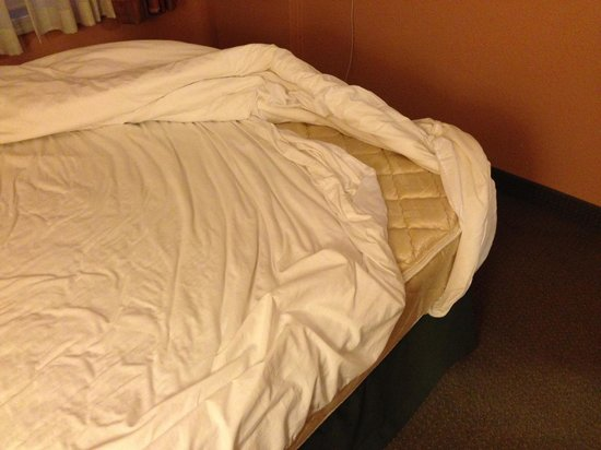 GrandStay Residential Suites Hotel Oxnard: bed was not made properly (reference my review)