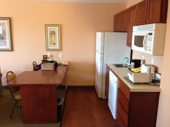 GrandStay Residential Suites Hotel Oxnard: kitchen