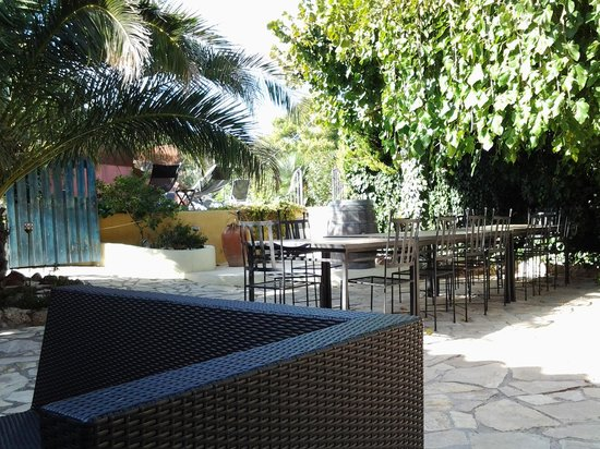 Arianel.la: outside dining