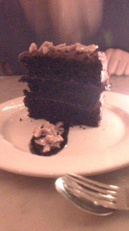Pulino's Bar & Pizzeria : Huge cake