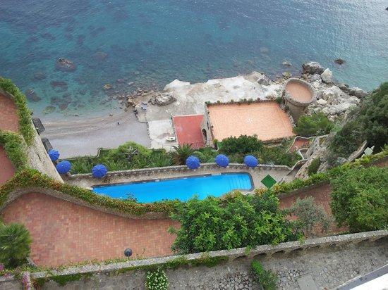 Il Saraceno Grand Hotel: la piscina e la spiaggia privata