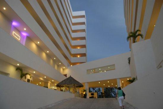 Dreams Villamagna Nuevo Vallarta: Entrance
