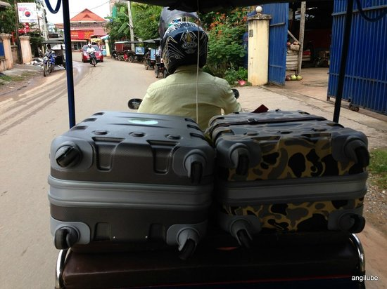 Parklane Hotel: Tuk Tuk direction aéroport avec valises