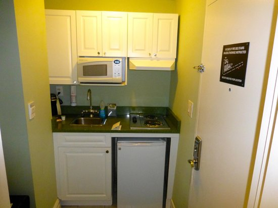 Hotel Beacon: Kitchenette in Double Double Room