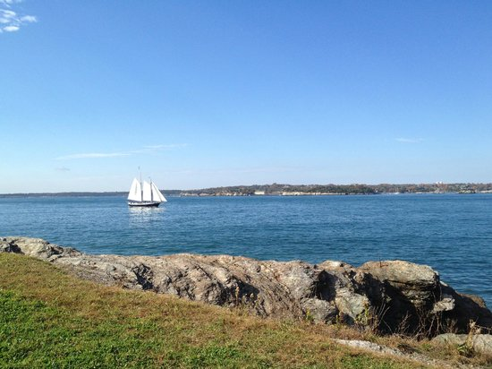 Fort Adams State Park : Fort Adams Bay Walk