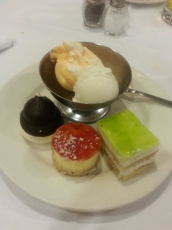 Spring Hotel Vulcano: Selection of dessers
