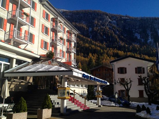 Hotel Les Sources des Alpes: Hôtel vu de devant