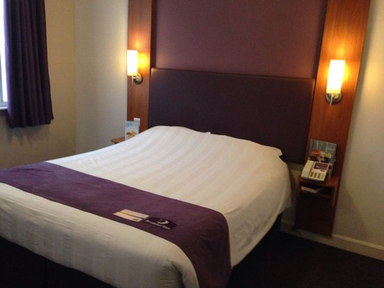 Premier Inn London County Hall Hotel: Bed