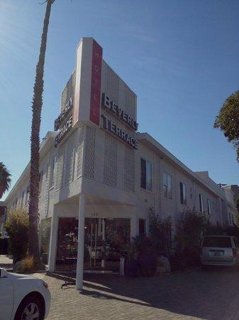 Hotel Beverly Terrace : Set fra gadehjørnet