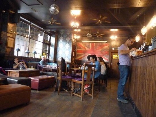 The Walrus Hostel: Bar - Desayuno