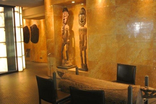 Hotel Urban: Decoración junto a recepción
