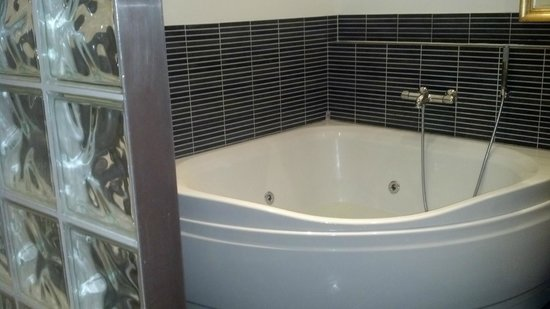 Hotel Fron: jetted tub