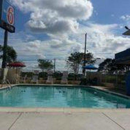 Motel 6 Victoria: Pool