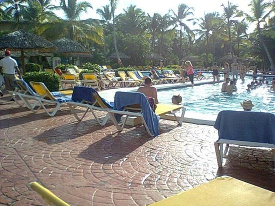 Catalonia Bavaro Beach, Casino & Golf Resort : la pileta del hotel