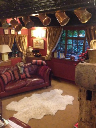 Wizards Thatch at Alderley Edge: The Camelot suite