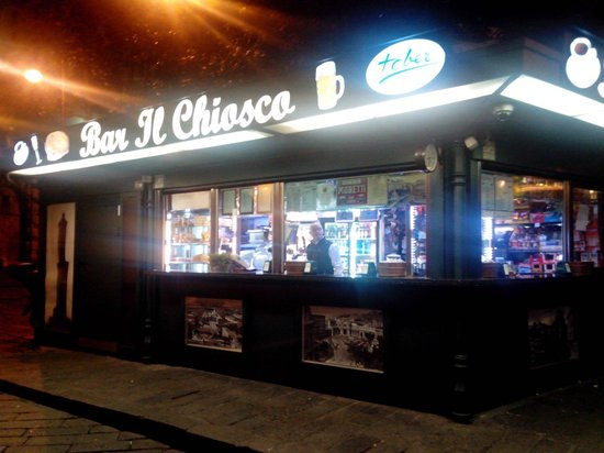 Bar il chiosco by night