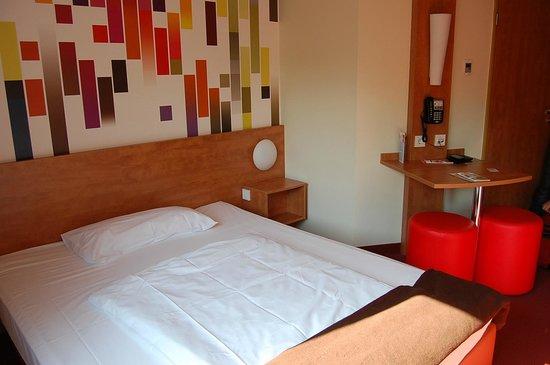 B&B Hotel Stuttgart-Vaihingen: кляйне рума