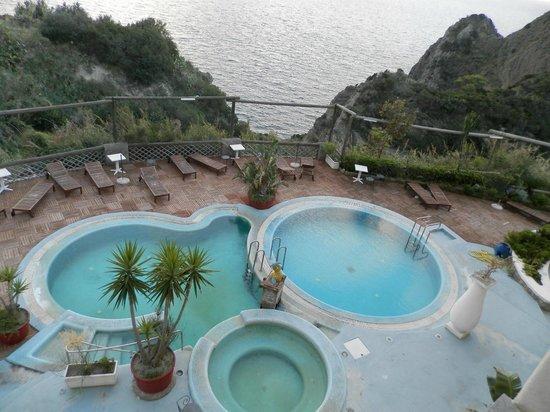 Hotel Residence Torre Sant'Angelo : piscina ore 8:00