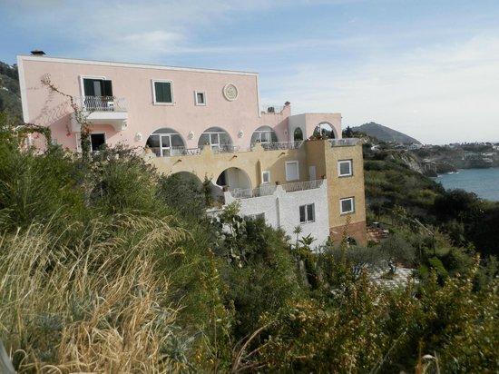 Hotel Residence Torre Sant'Angelo: Terrazze dell'hotel, zona ristorante e piscine