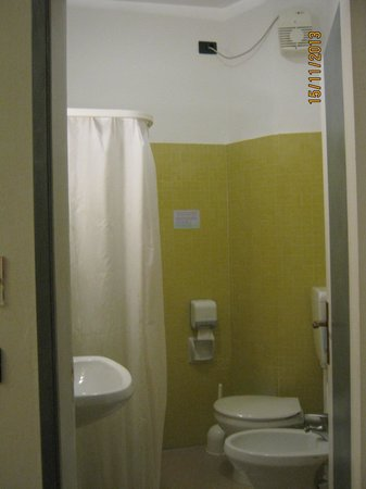 Hotel Plaza: bagno