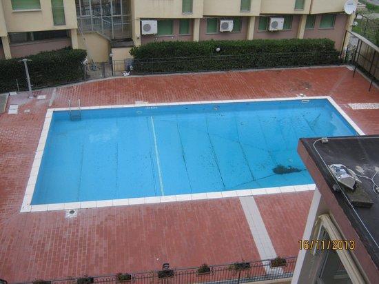 Hotel Plaza: piscina