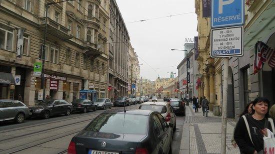 Hotel Atlantic: Rua na frente do hotel