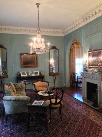 The Inn at Irwin Gardens: Front Room