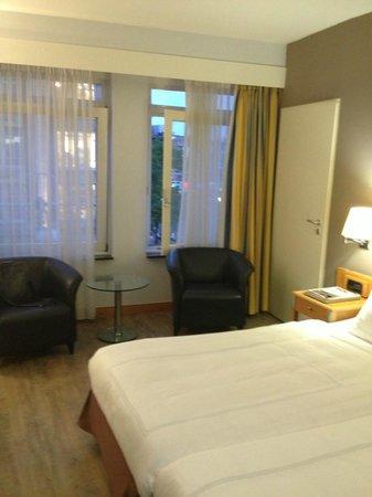 Swissotel Amsterdam: nice room