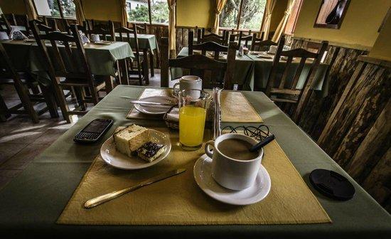 Hosteria Los Nires: Desayuno en el hostel
