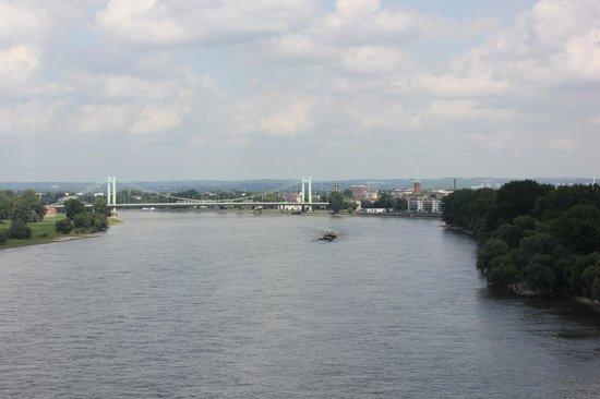 Rheinseilbahn: Вид в одну сторону :)