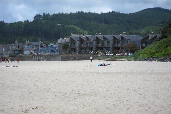 Schooner's Cove Inn: View back at Schooner's from shore line.