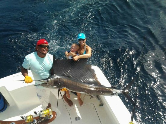 Papagayo fishing charters video of playas del coco for Fishing guanacaste costa rica