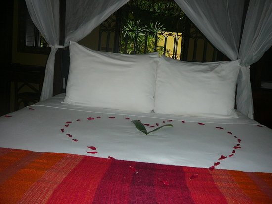 Latitude 10 Exclusive Beach Resort: OUr bed in the master suite
