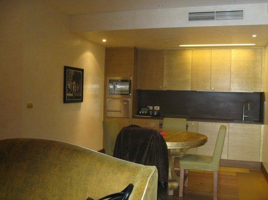 Casta Diva Resort & SPA : кухонный уголок в гостиной