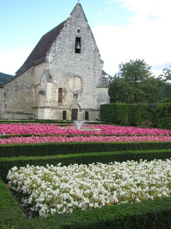 Château des Milandes : the chapel and gardens