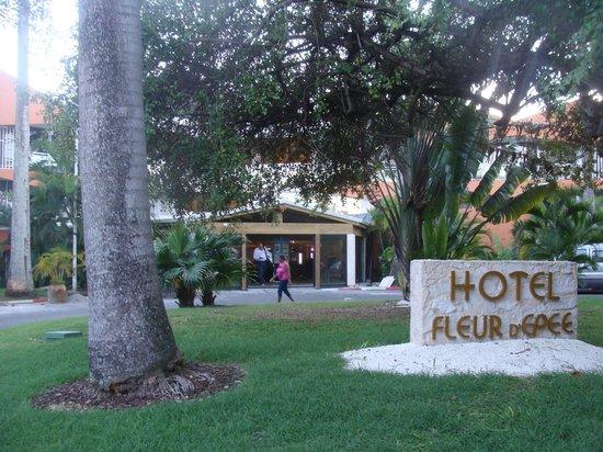 Hotel Fleur d'Epee: vue extérieure de l'hôtel