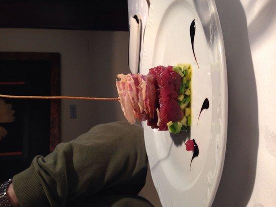 Antica Locanda dell'Angelo : Composta di tonno con avocado e capelli di cipolle Tropea